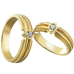 gold couple rings by