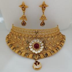 Gold chokkar set by Vinayak Gold