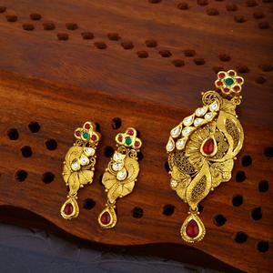 22kt gold hallmark attractive pendant set