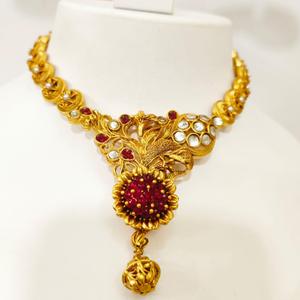 Gold plated flower design choker style neckla