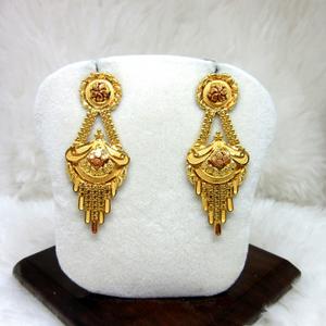 Gold fancy semi culcutti earring