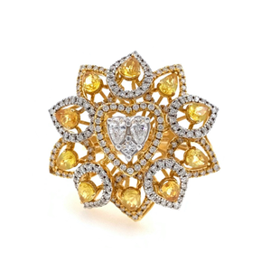 18kt / 750 yellow gold cocktail diamond ring