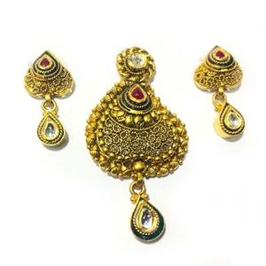 916 gold antique studded pendant set