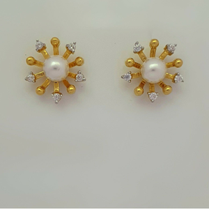 Fancy pearl earring