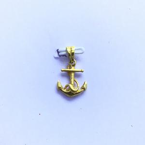 Designing fancy gold pendant