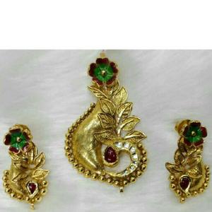 22k gold antique single leaf naka pendant set