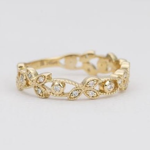 Yellow gold fancy ring