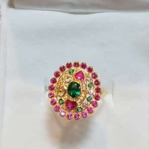 916 gold rani+green diamond ladies ring