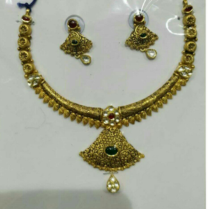 22k / 916 gold antique jadtar yellow necklace