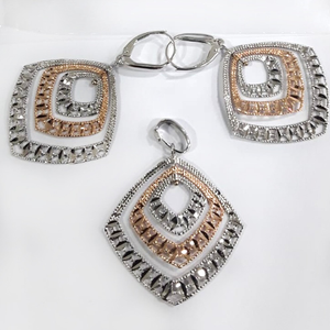 18kt gold stylish pendant set