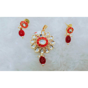 Delicate red and white kundan's pandant set,