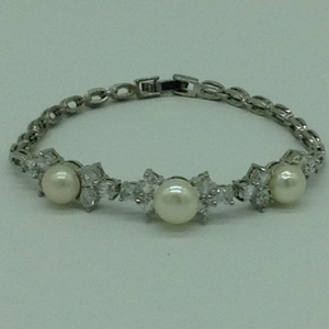 White button pearls and whitecz whiteallo