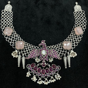 Enchanting pink pearly short choker necklace