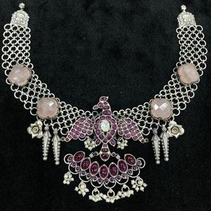 Enchanting pink pearly short choker necklace
