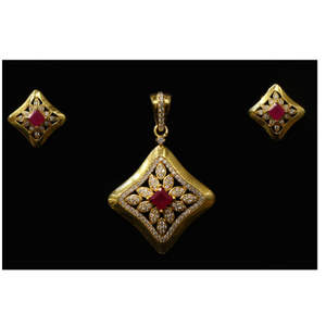 22 kt gold hallmark elegant rubi pendant set