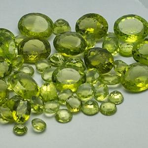 82.100ct round green peridot
