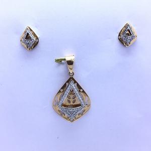 Designing fancy rose gold pendant set