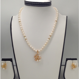 Whitecz and pearls pendentset with oval