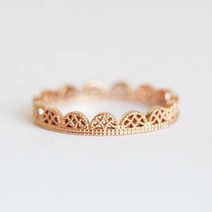 18 kt, rose gold delicate cutout ring for wom