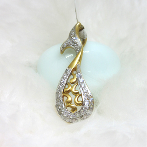 Fish type design gold pendent