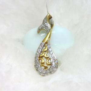 Fish type design gold pendent