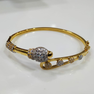 18 carat fancy bracelet