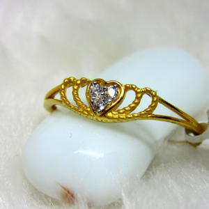 Gold lite weight heart ring