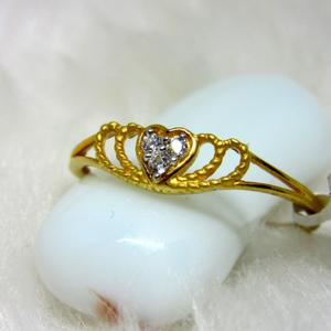 Gold lite weight heart ring