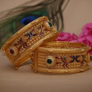 Antique bangle 916