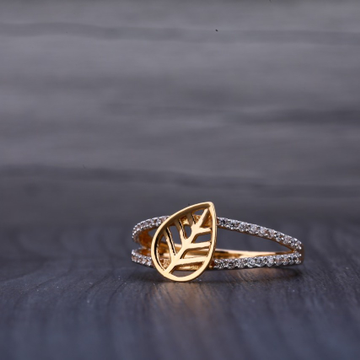 18kt Ladies Ring by