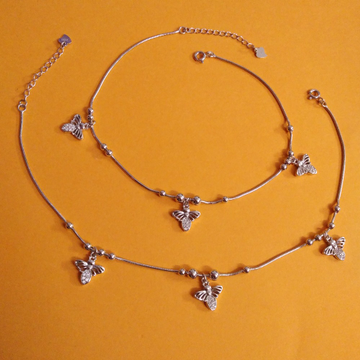 Mesmerizing sterling silver moving little bee char...