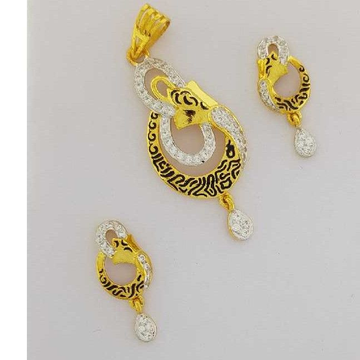 22KT Yellow Gold Ladies Antique Shiny Pendant Set