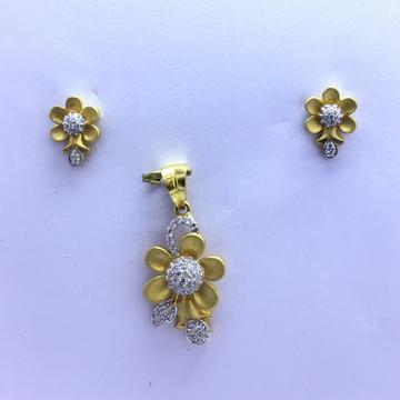 FANCY FLOWER GOLD PENDANT SET by