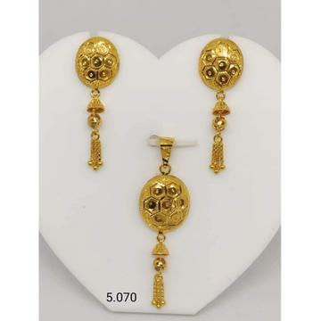 916 Hallmark Gold Classic Design Pendant Set by