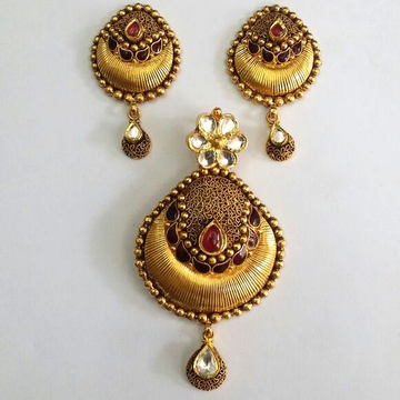 22KT Gold Fancy ladies Pendant Set