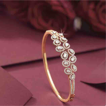 18KT Flower Shaped Fancy Diamond Bracelet
