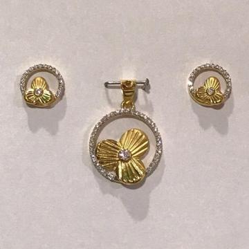 916 Gold flora pendant set