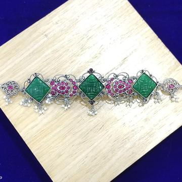 Enchanting green carved gems short choker necklace...