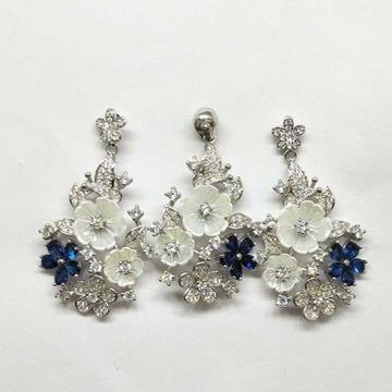 925 Sterling Silver Flower Designed Pendant Set