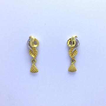 designing fancy gold earrings by