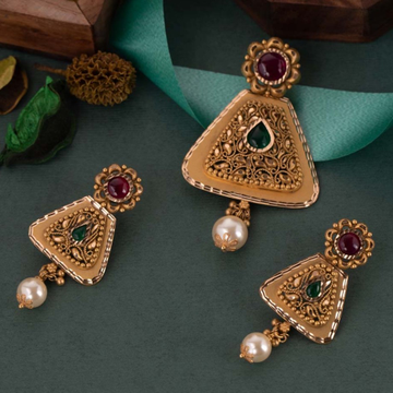 22 k Jadtar pendant Set by