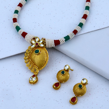 916 Hallmark Gold Beautiful Necklace Set