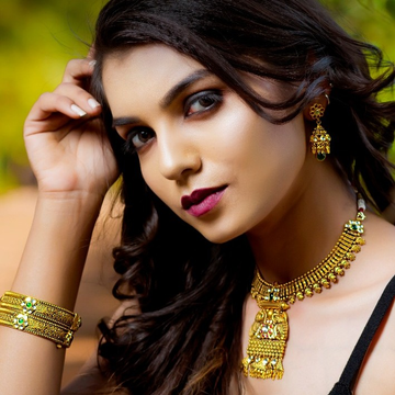 22KT Gold Mini Kundan Set with oxides For Women