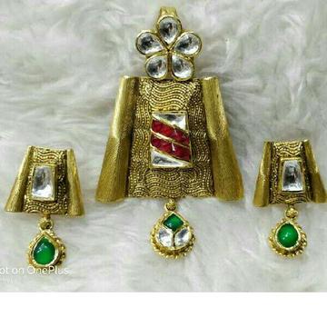 916 Gold Single Naka Stone Pendant Set