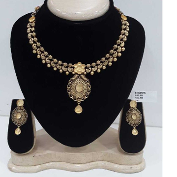 22 CARAT GOLD ORNAMENTS JADTAR SET