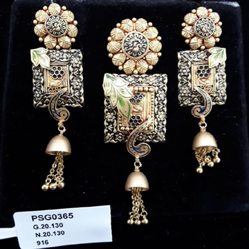 22KT Gold Light Weight Collections of Pendent Set