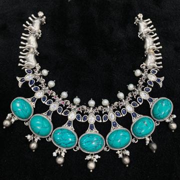 Ravishing blue pearly short choker in pure silver...