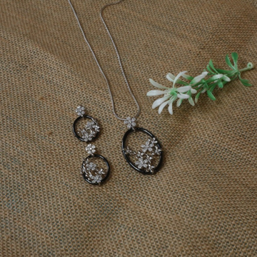 92.92.5 Silver Floral Shape Pendent Set For Women