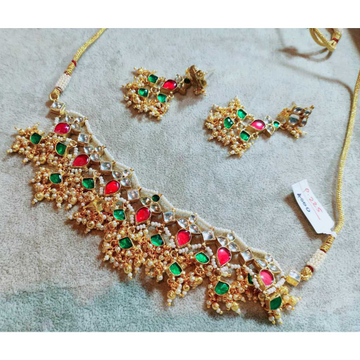 Delicate And Colourful Kundan Choker Style Necklace 1080