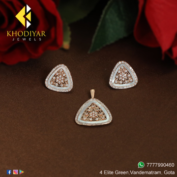 gold delicate triangle shape pendant set